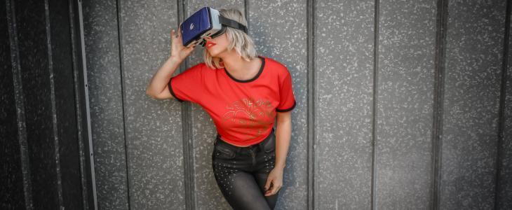 Isabella's Sexy VR Adventure
